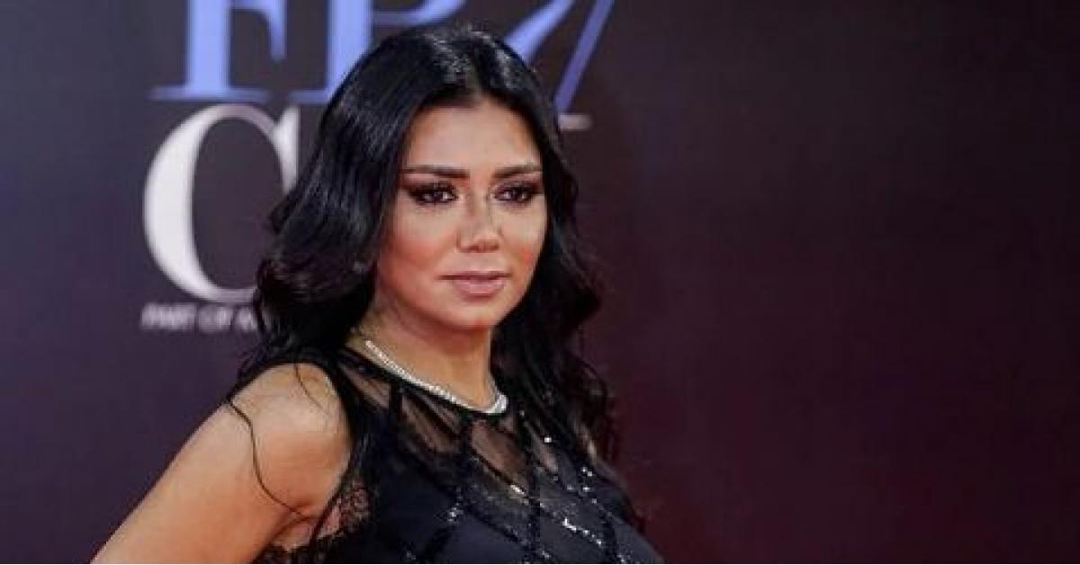 """""""فستان رانيا يوسف"""" يتحول لسؤال في امتحان"""