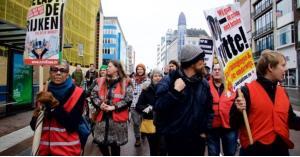ظهور سترات حمراء في هولندا ومطالبات برحيل الحكومة