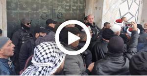 بالتكبيرات.. طردوا المحتل من مسجد قبة الصخرة (فيديو)