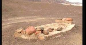 لماذا مشى النبي على أطراف أنامله عند دفن خادمه ثعلبه؟