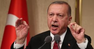 لاعب كرة السلة يتحدى أردوغان