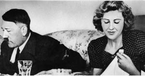 """الكشف عن سر غريب عن هتلر و""""عشيقته"""""""