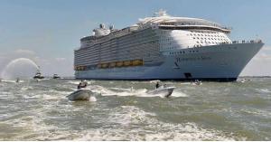 """حادثة """"مأساوية"""" على أكبر سفينة في العالم"""