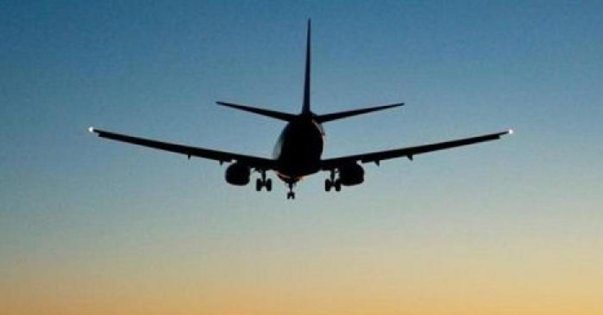 شجار عنيف على متن طائرة.. فيديو