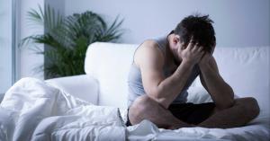 ليست النساء وحدها.. بعض الرجال يعانون من أعراض الدورة الشهرية!