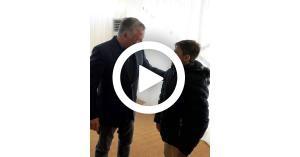 الطفل الذي اعترض موكب الملك يروي تفاصيل ما حدث.. فيديو
