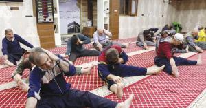 تدريبات رياضية داخل مسجد.. فيديو