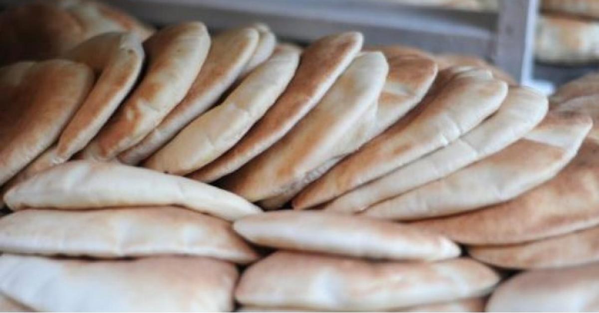 قال نقيب اصحاب المخابز عبدالاله الحموي ان الحكومة ستبدأ الخميس بتنفيذ قرار رفع اسعار خبز الحمام والكعك الشعبي