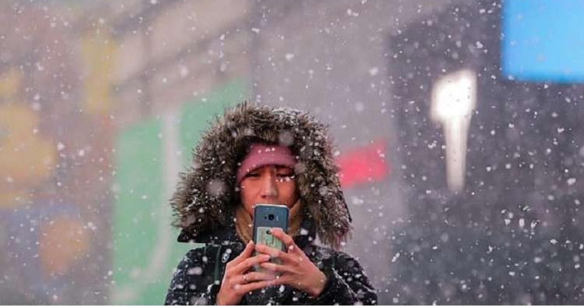 حيلة بسيطة تمنع توقف هاتفك عن العمل في البرد