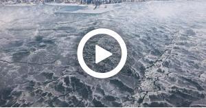 مشاهد تفوق الخيال لتجمد بحيرة ميتشغن.. فيديو