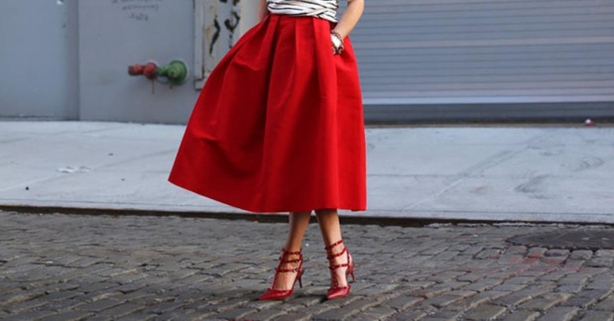 اجعلي التنانير المنفوشة بدرجات الأحمر خياركِ لسهرة عيد الحب