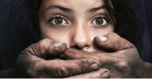 """مواطن اغتصب طفلته 39 مرة وهو مريض بـ""""الايدز"""""""