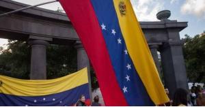 أزمة فنزويلا.. اعتقال نحو ألف شخص خلال التظاهرات