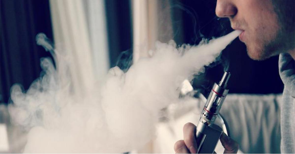 """الارجيلة الالكترونية """"الفايب"""" تنفجر فتقتل المدخن بطريقة بشعة"""