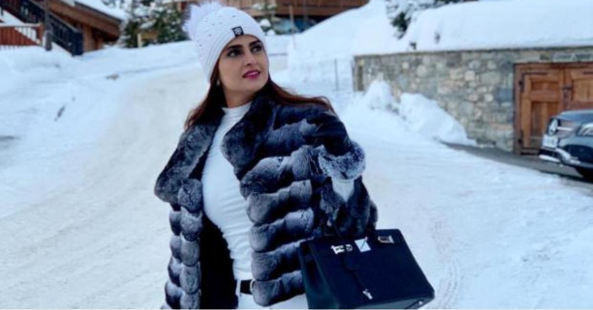 حملة للمطالبة بترحيل علا الفارس بسبب تغريدتها الغامضة