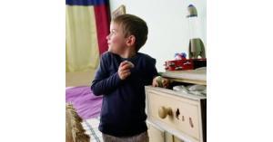 السرقة عند الأطفال.. طرق العلاج