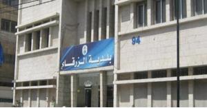 بلدية الزرقاء تستنفر لحل مشكلة النفايات في شارع المصفاة (صور)