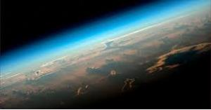 قمر صناعي يكتشف ظواهر عجيبة في الغلاف الجوي للأرض