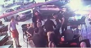 شاب أردني ينقذ سائحة من الموت في مقهى.. فيديو