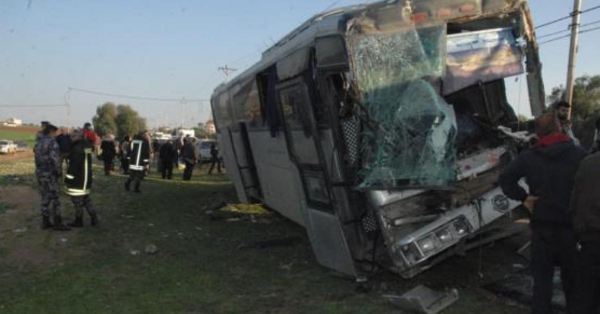 حادث سير يتسبب بإصابة 20 شخصا