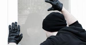 القبض على سالب فرع احد البنوك وشريكه في منطقة ماحص