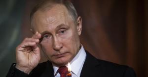 امرأة تنتصر على بوتين.. صور