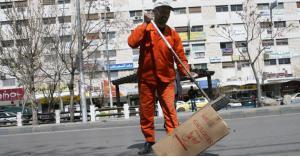 ايقاف 24 عامل وطن عن العمل تعسفيا.. والبلدية توضح