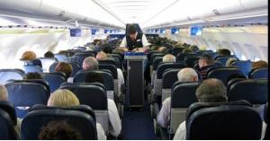 لسبب غريب مسافر يتعرى على الطائرة.. صور