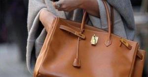 """سيدة تريد صنع حقيبة يد من جلد ساقها """"المبتورة"""".. صورة"""