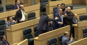 مشادات كلامية وفوضى بين النواب بسبب مدير التلفزيون