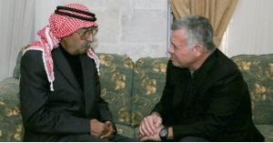 السلط.. الملك في بيت عزاء اللواء المتقاعد نمر الحمود (صور)