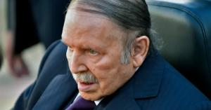 هل يعلن بوتفليقة تنحيه من منصبه في أبريل؟