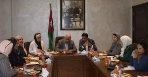وزير الشؤون السياسية يلتقي مجلس محافظة العاصمة.. صور