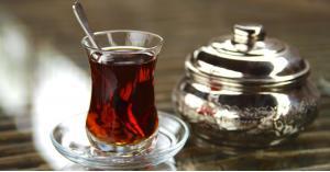 علماء يكتشفون خطرا قاتلا للشاي الساخن