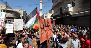 مسيرة في وسط البلد تطالب بالغاء اتفاقية الغاز