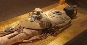 الفرعون توت عنخ آمون في باريس