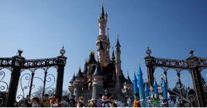 """إغلاق مدينة """"ديزني لاند"""" في باريس بعد أنباء عن وجود رجل مسلح"""