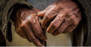ابن يترك والده المسن في عمان والتنمية تأويه
