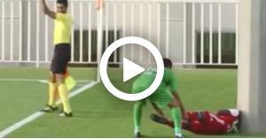 لحظة وفاة لاعب أثناء المباراة في مشهد مرعب.. فيديو