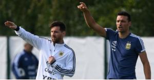 مدرب منتخب الأرجنتين يتعرض للدهس