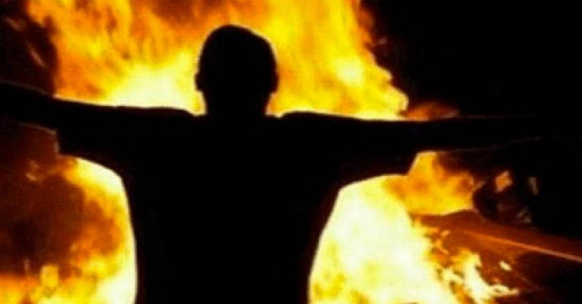 شاب يهدد بحرق نفسه هربا من السجن في الرمثا