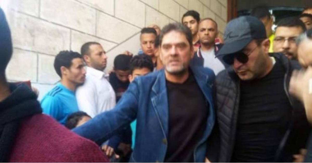 أحمد السقا يتسبب في أزمة خلال دفن محمود الجندي والشرطة تتدخل