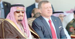 الملك يتسلم رسالة من خادم الحرمين الشريفين