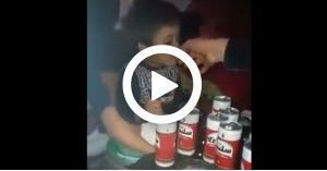 إجبار طفل على التدخين وشرب الكحول.. وسط ضحك الحضور.. فيديو
