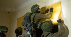 الاحتلال في منزل الشهيد عمر ابو ليلى
