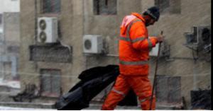 نشامى السير ينقذون عامل وطن من الموت