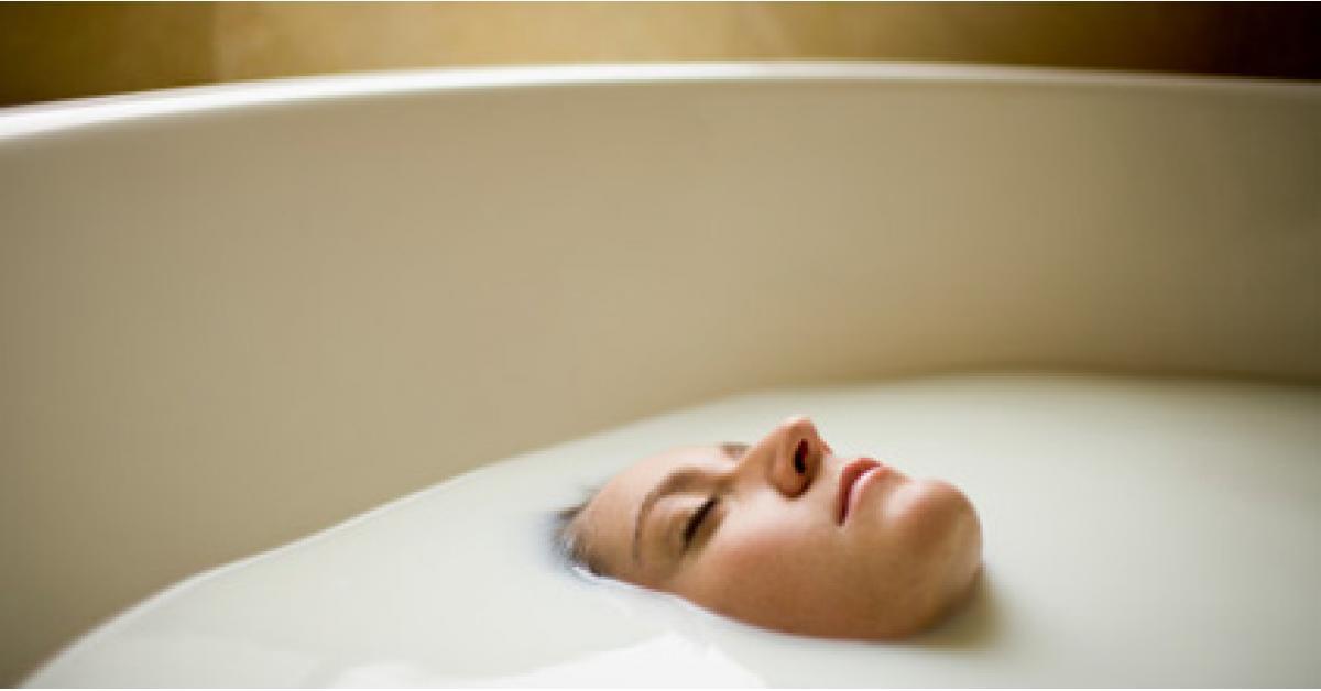 اليك ابرز فوائد الاستحمام بالحليب