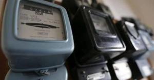 الحكومة تدرس عدم قطع الكهرباء خلال رمضان