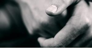 فرقعة الأصابع.. هل هي مضرة بالصحة؟