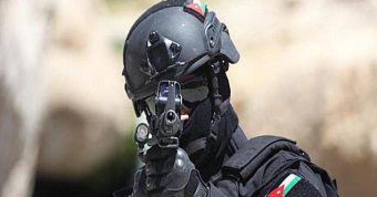 القبض على مطلوب خطير ومشكل عصابات اشرار في البادية